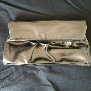 STEVE MADDEN🆕Pewter PU Leather Folded Clutch